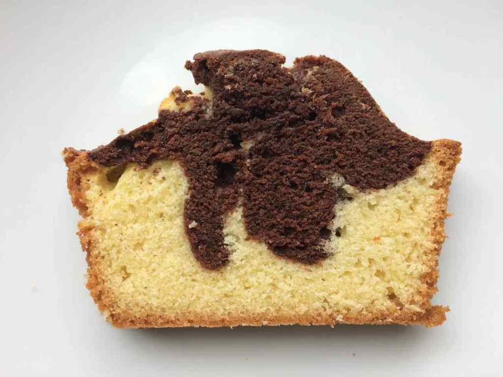 Tranche de gâteau marbré chocolat